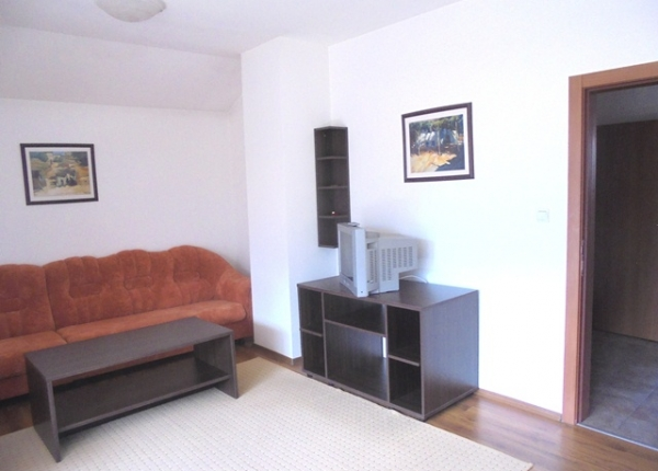 Sunny furnished two-bedroom apartment near the ski lift in Bansko